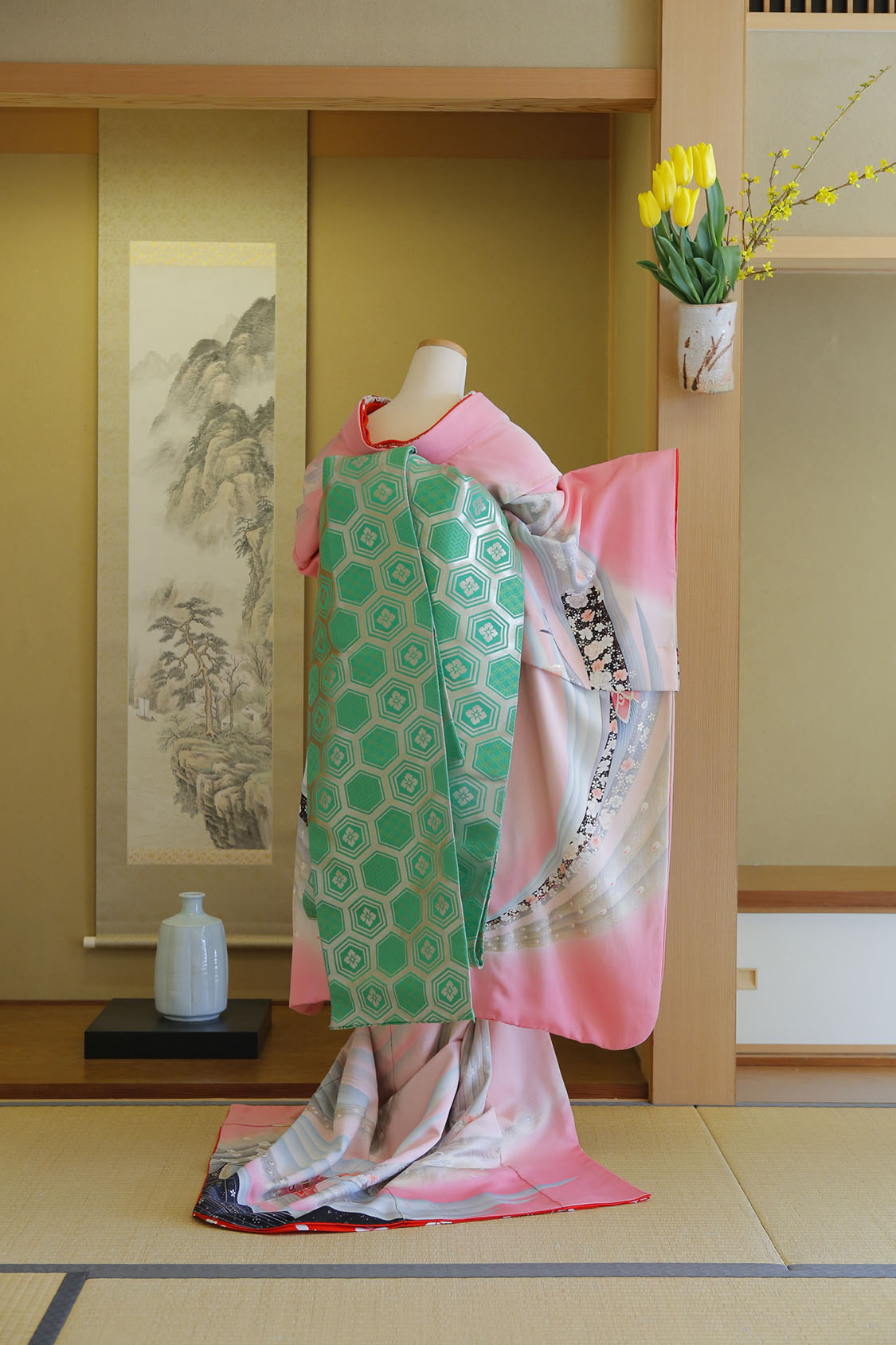 萠黄亀甲紋