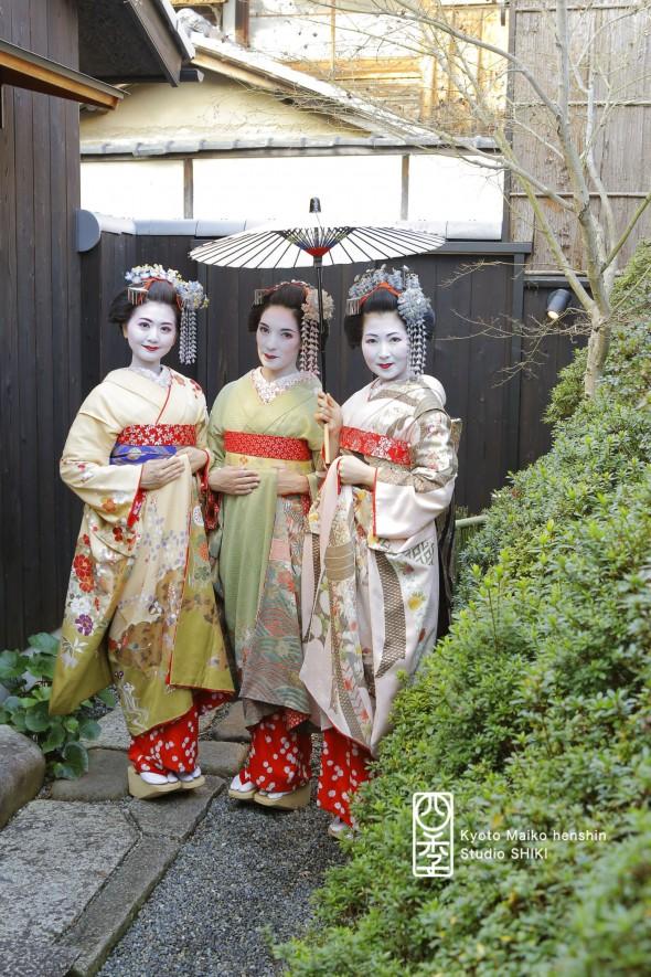 緑の着物は海外の方、他二人は日本人_MG_8515s
